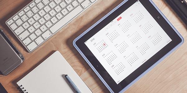 Alumno introduce en el calendario su iPad los días de estudio y exámenes